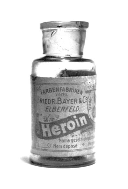 Bottle of Bayer brand Heroin, sold in the USA circa 1907. License: Public Domain